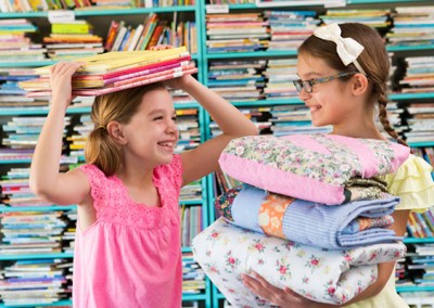 Sisters Maggie (left) and Harper Cunningham, co-founders of Books and a Blanket.